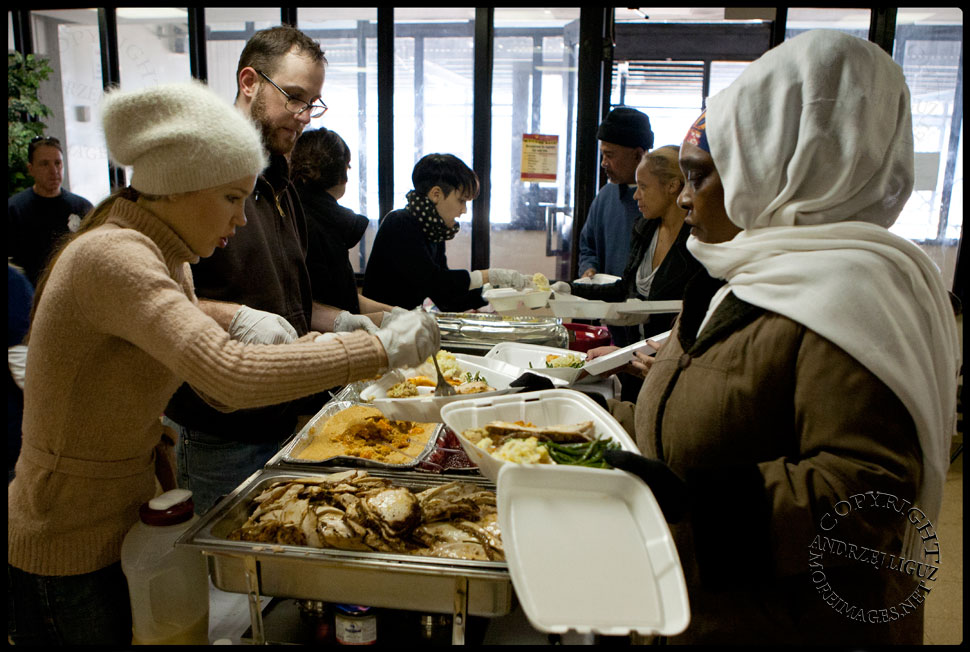 Serving Thanksgiving dinner in the flooded housing project at The Rockaways. © Andrzej Liguz/moreimages.net. Not to be used without permission.