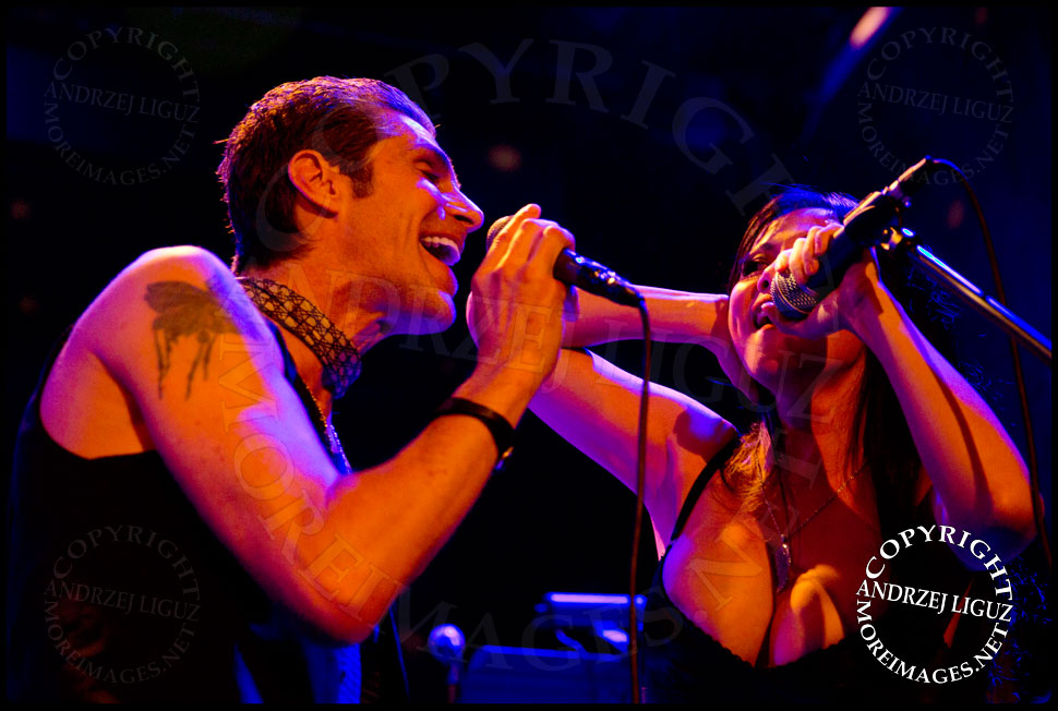 Perry Farrell performing Time Is On My Side with wife Etty Lau Farrell © Andrzej Liguz/moreimages.net. Not to be used without permission