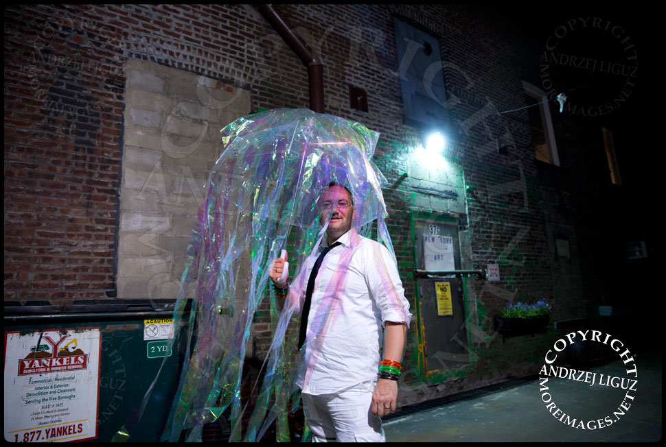 Arriving at Gowanus Ballroom for the Drunken Mermaid Gala © Andrzej Liguz/moreimages.net. Not to be used without permission