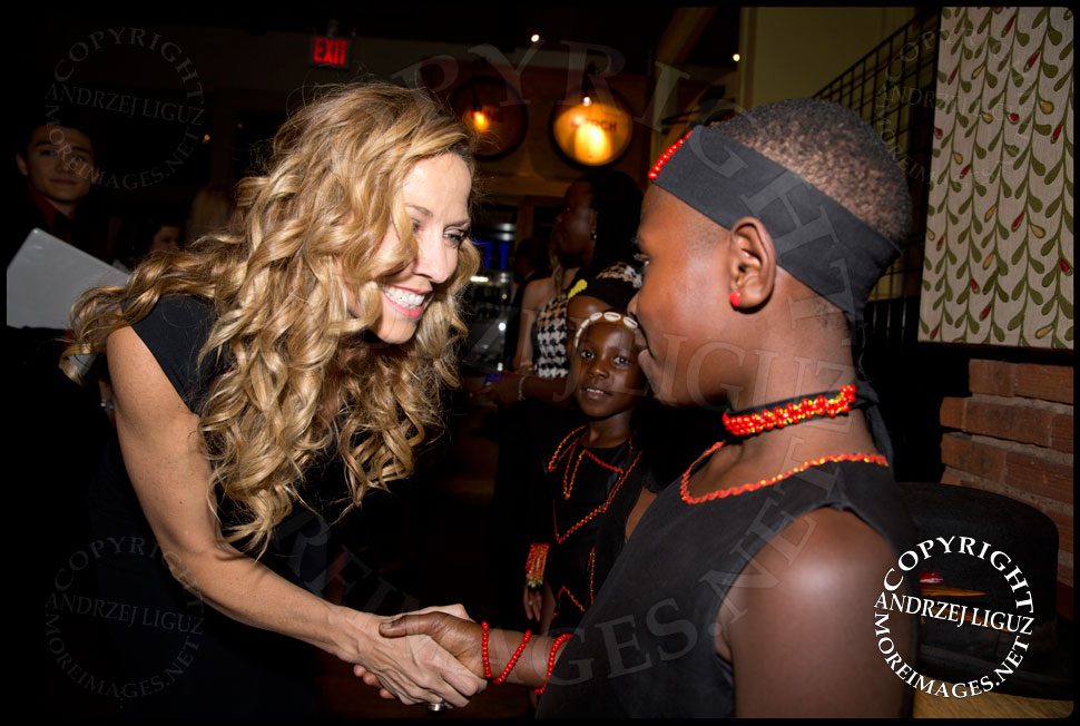 Sheryl Crow meeting members of the African Childrens Choir at their 5th Annual NYC ChangeMakers Gala  © Andrzej Liguz/moreimages.net. Not to be used without permission
