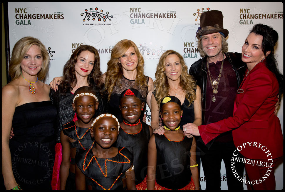 Julia Barnett Tracy, Kimberly Williams-Paisley, Connie Britton, Sheryl Crow and Big Kenny with his wife Christiev Alphin and members of the African Childrens Choir at their 5th Annual NYC ChangeMakers Gala  © Andrzej Liguz/moreimages.net. Not to be used without permission