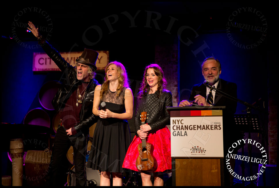 Big Kenny, Connie Britton and Kimberly Williams-Paisley raising money during the auction at the African Childrens Choir 5th Annual NYC ChangeMakers Gala  © Andrzej Liguz/moreimages.net. Not to be used without permission