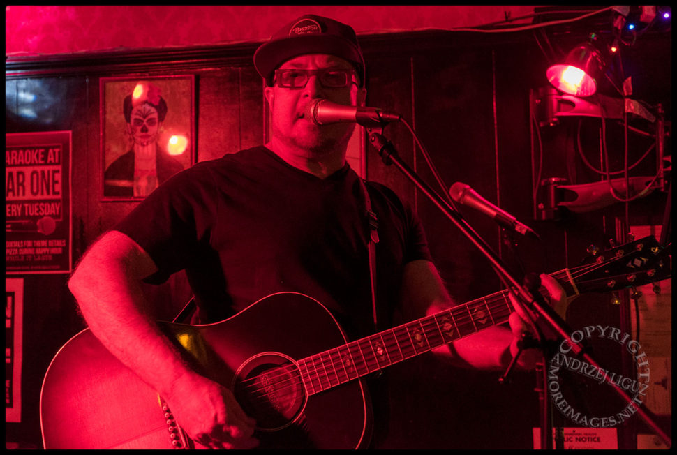 Morty Shallman performing at The Ugly Truth Songwriter Night