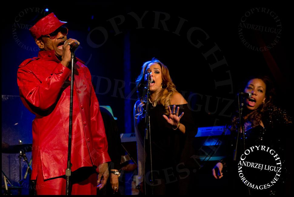 Bobby Womack performing at City Winery in NYC with daughter GinaRe and back up singer Lisa K. Coulter © Andrzej Liguz/moreimages.net. Not to be used without permission