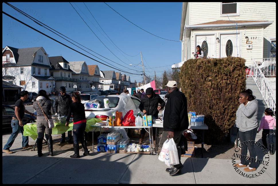 Giving away Thanksgiving Dinner on a street corner in The Rockaways. © Andrzej Liguz/moreimages.net. Not to be used without permission.