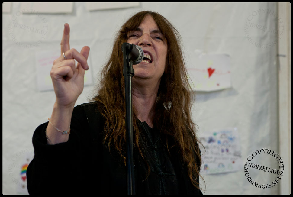 Patti Smith performing for volunteers at Veggie Island in The Rockaways © Andrzej Liguz/moreimages.net. Not to be used without permission.