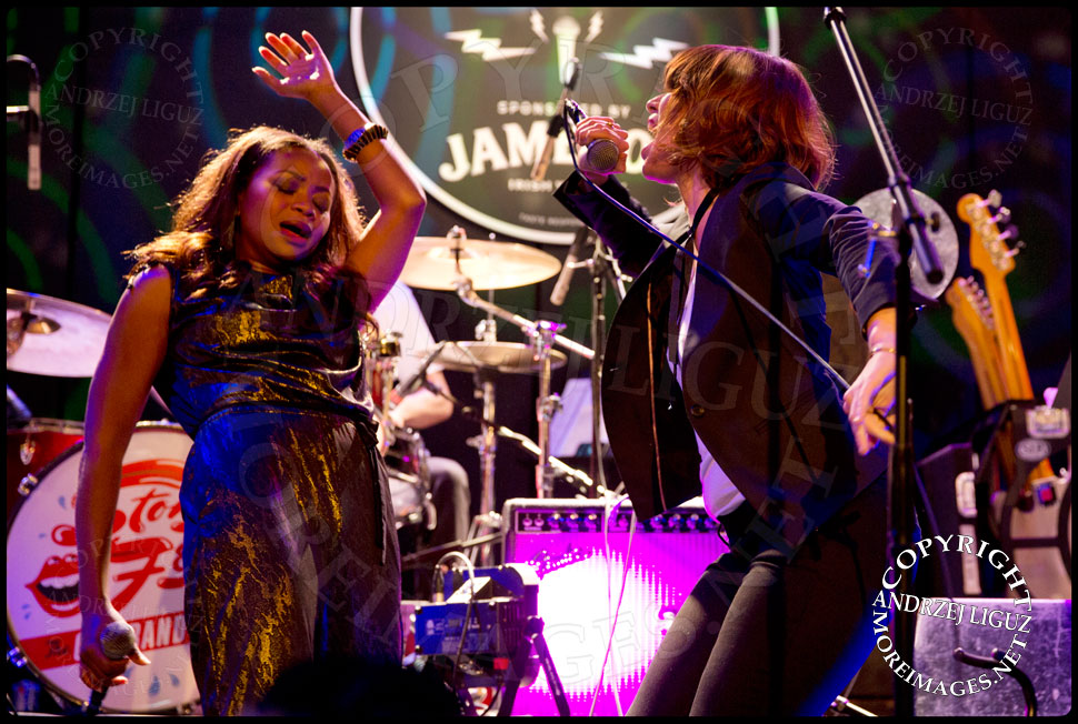 Ruby Amanfu and Nicole Atkins performing Gimme Shelter © Andrzej Liguz/moreimages.net. Not to be used without permission
