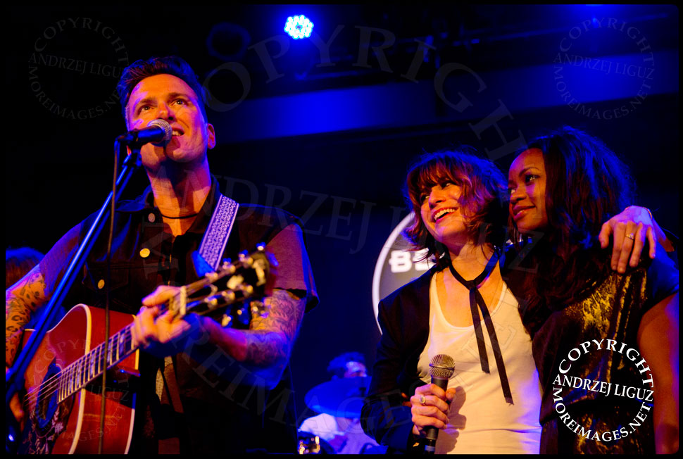 Butch Walker performing You Can't Always Get What You Want with Nicole Atkins and Ruby Amanfu on backing vox © Andrzej Liguz/moreimages.net. Not to be used without permission